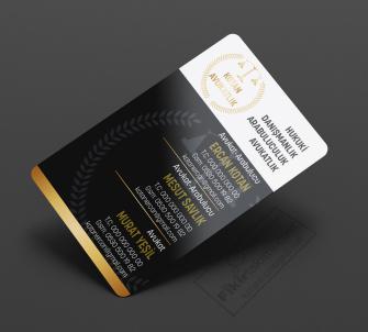 Çok isimli hukuk büroları için altın renkli kartvizit modelleri