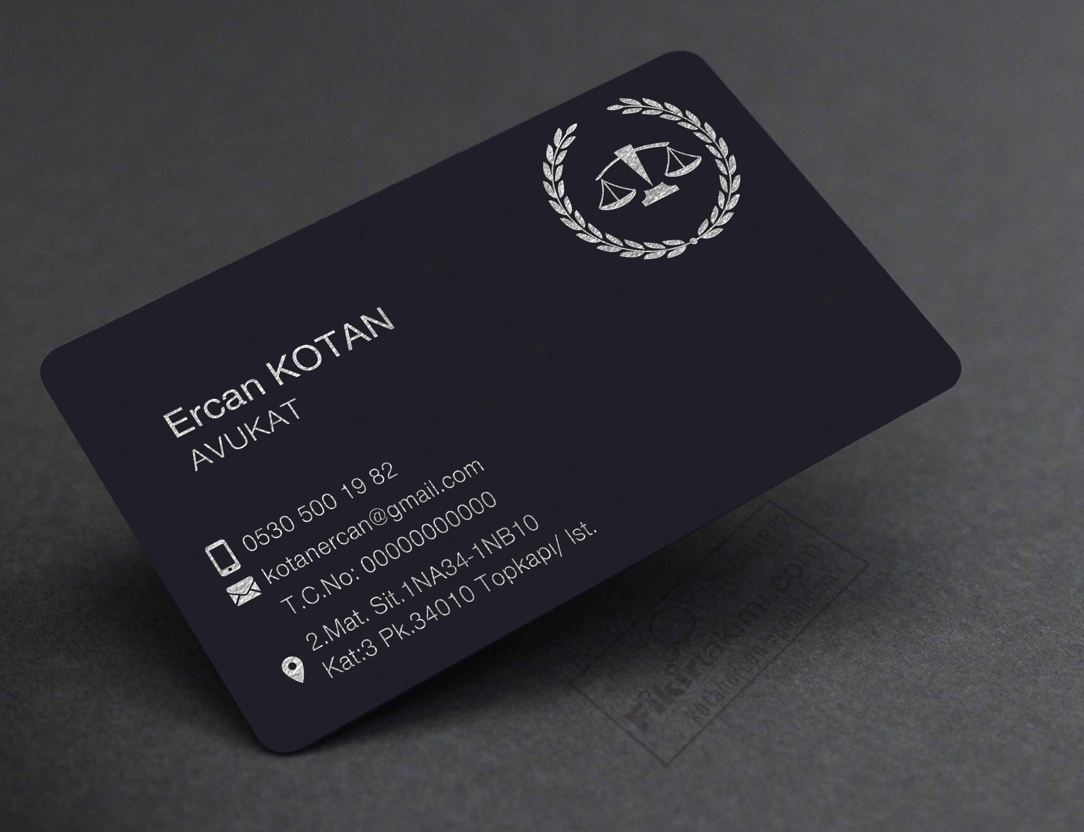Koyu Tonlarda Avukat Kartvizit